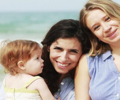 7 Ways Confident Moms Raise Daughters Who Love Themselves