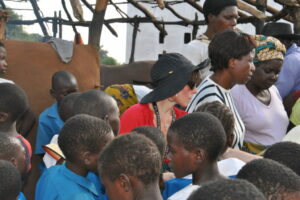 Africia-Anthony-Robbins-Foundation-Lisa-Lieberman-Wang-feeding-1100-children